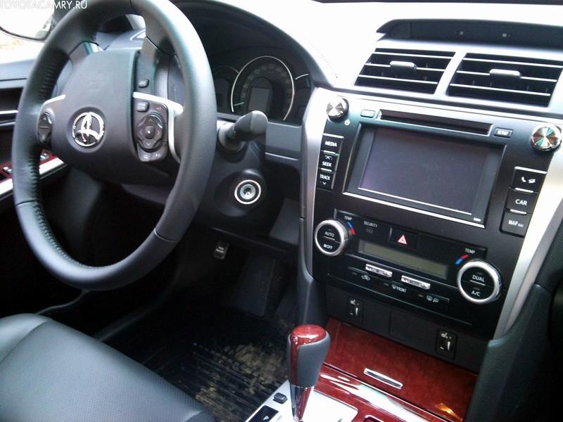 Новая Toyota Camry элеганc интерьер аудиосисте