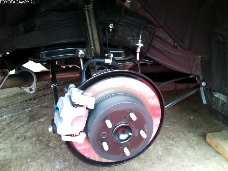 Новая Toyota Camry 2012 тормозные диски