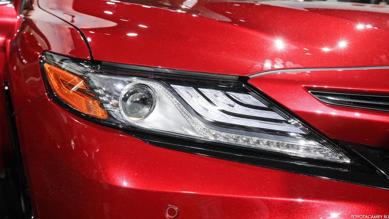 Toyota Camry 2018 передняя оптика