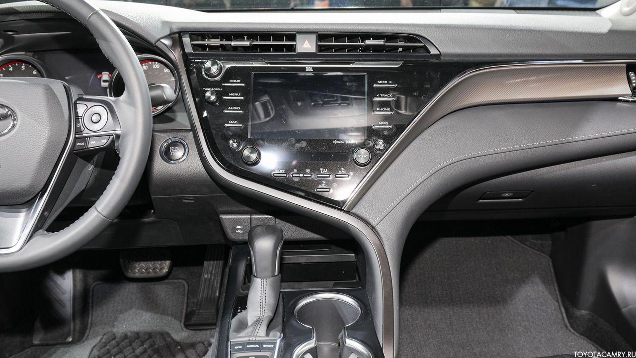 Toyota Camry 2018 центральная консоль