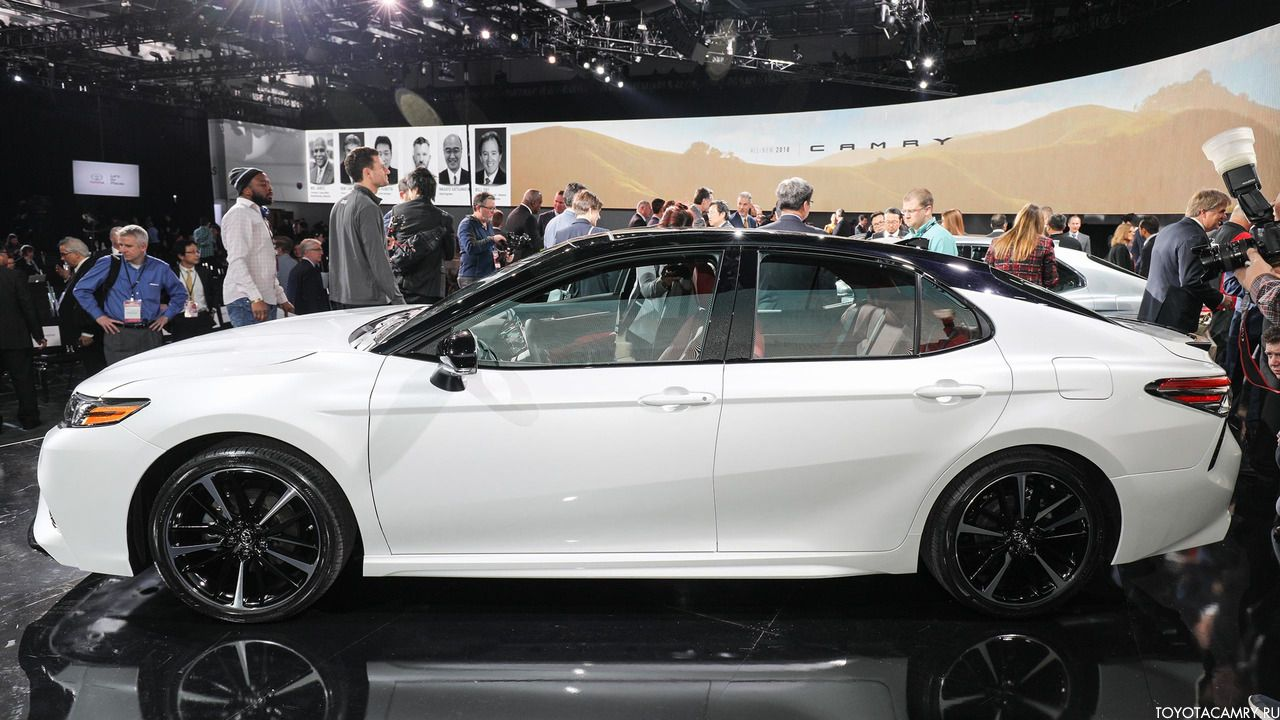 вид сбоку Toyota Camry 2018