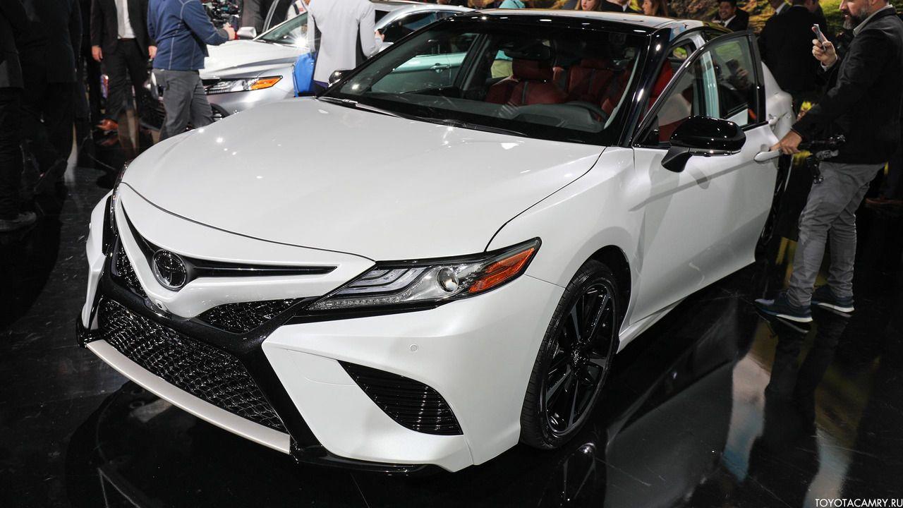 Toyota Camry 2018 белого цвета