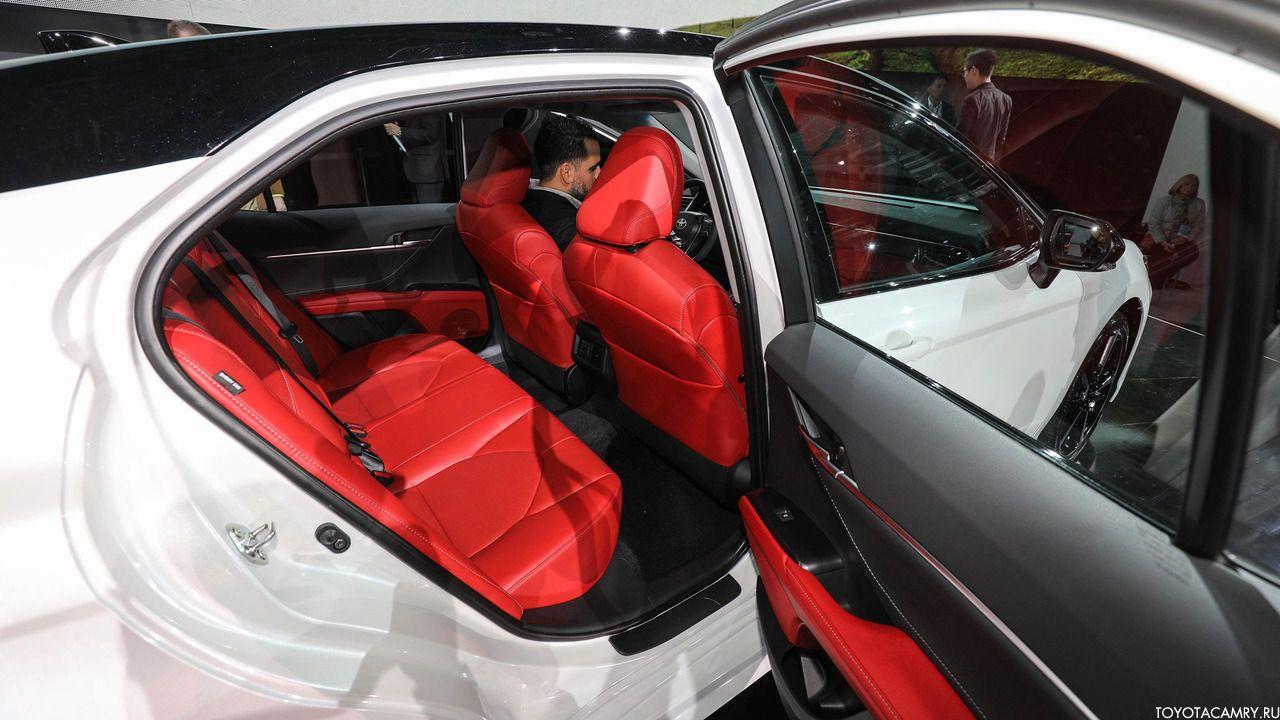 Toyota Camry 2018 салон из красной кожи
