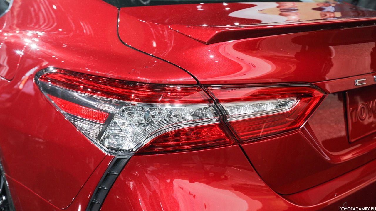 Toyota Camry 2018 задний фонарь