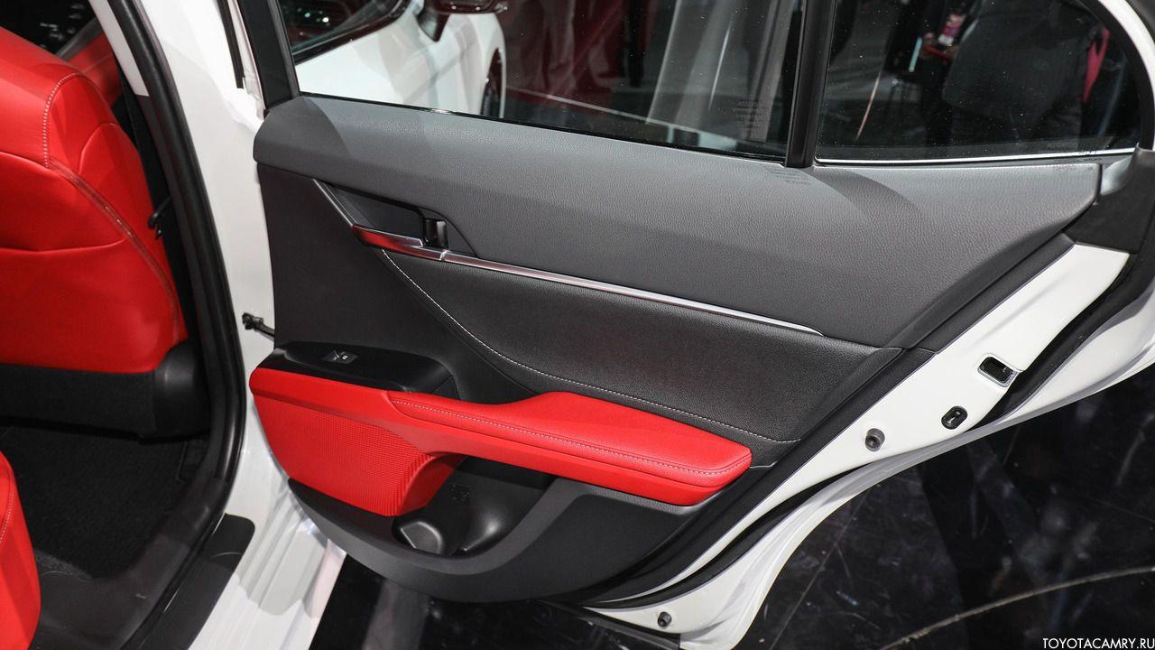 Toyota Camry 2018 обивка дверей