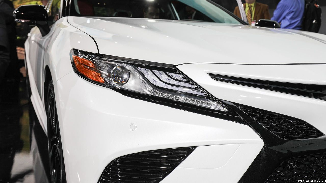 передняя фара Toyota Camry 2018