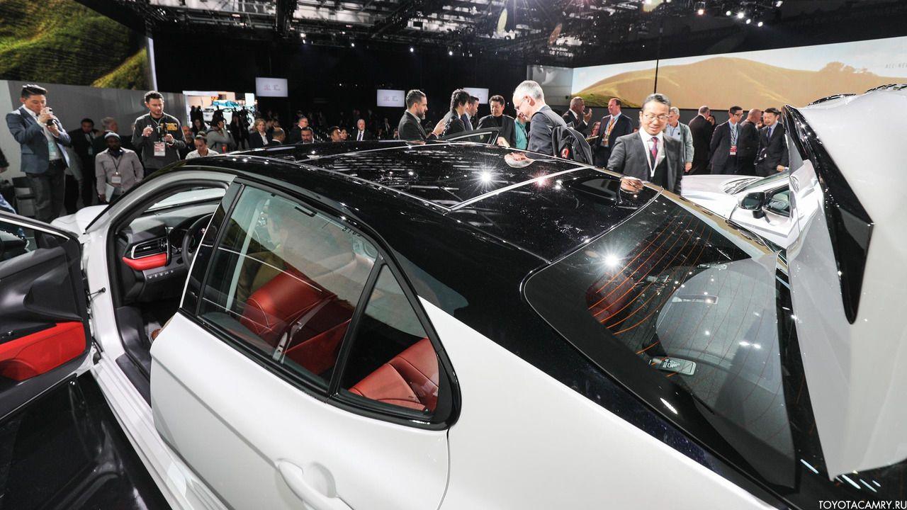 панорамная крыша Toyota Camry 2018