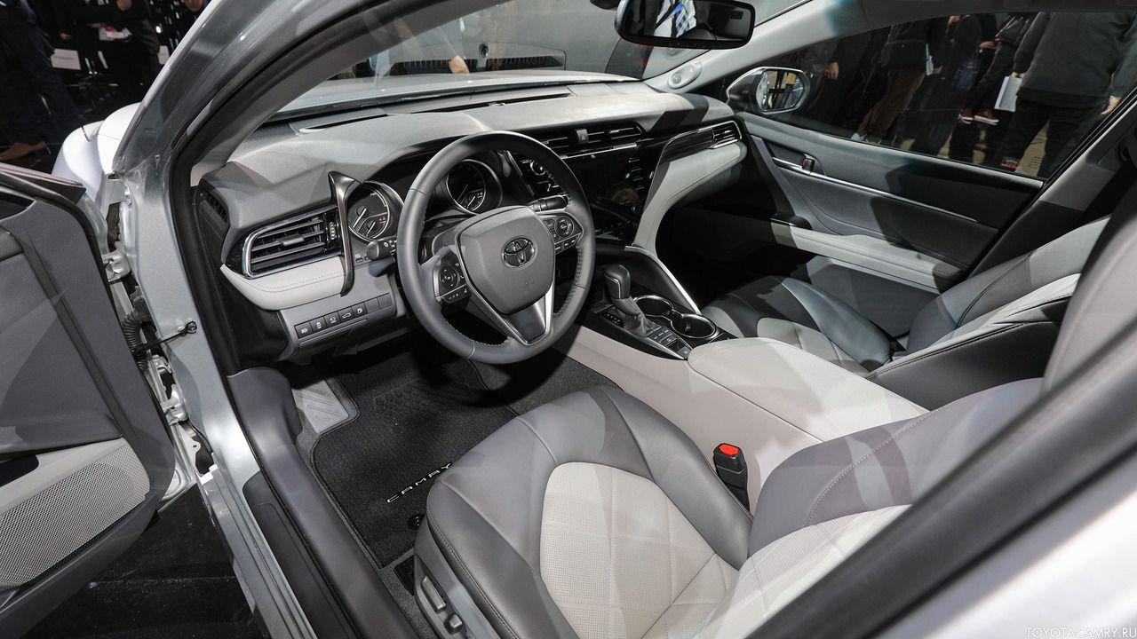 Toyota Camry 2018 вид из салона