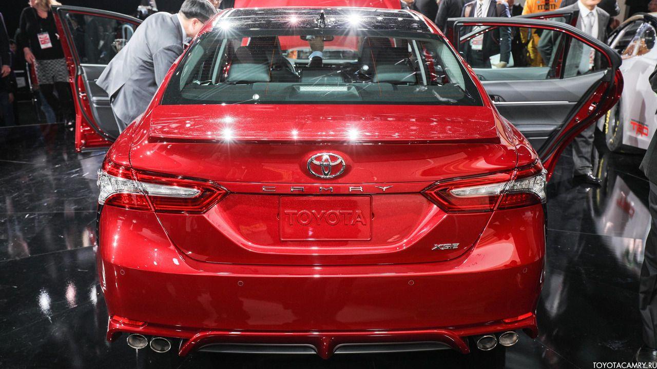 вид сзади Toyota Camry 2018