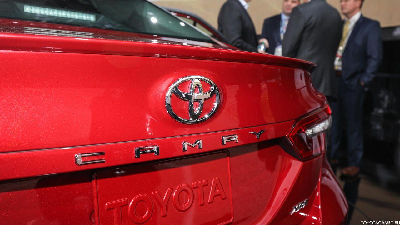 Toyota Camry 2018 крышка багажника