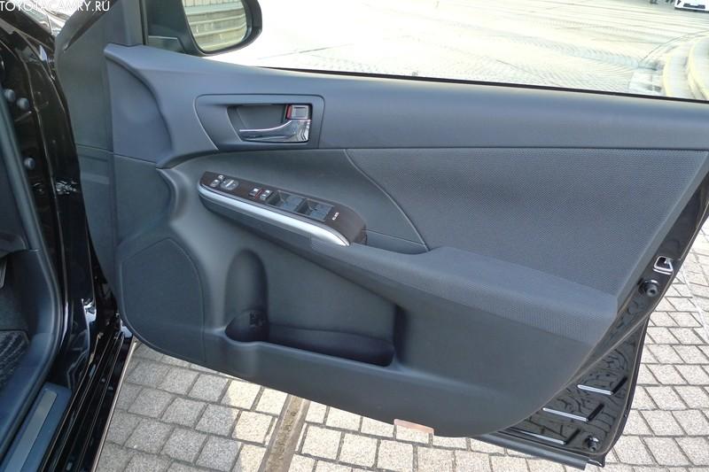 обшивка дверей новая Toyota camry