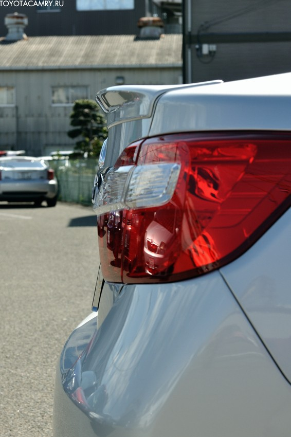 новая Toyota Camry (v50) спойлер
