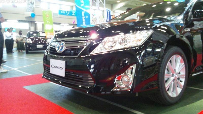 черная новая Toyota camry 2012